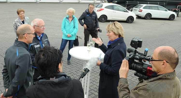 Beate Lehmann (2.v.r.) im Gespräch mit Klaus und Andreas Frank.