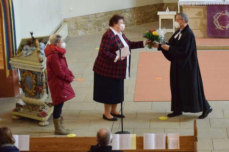Auch Pfarrer Zemmrich selbst bekam von der Gemeinde ordentlich Dank ab. Hat er sich nach den harten Verhandlungswochen aber auch redlich verdient.