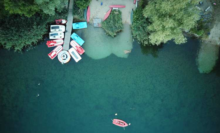 Ab ans Ufer: Blick auf die idyllische Bucht.