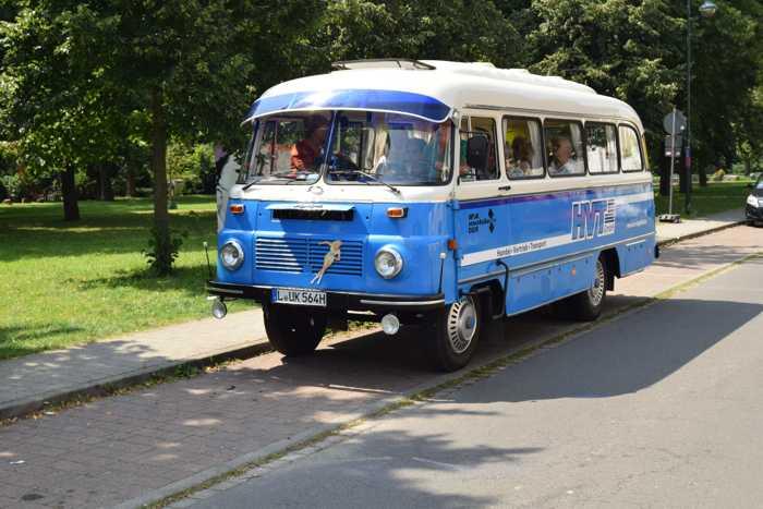 Mit Langrocks LO-Bus gingsr raus in die Natur,