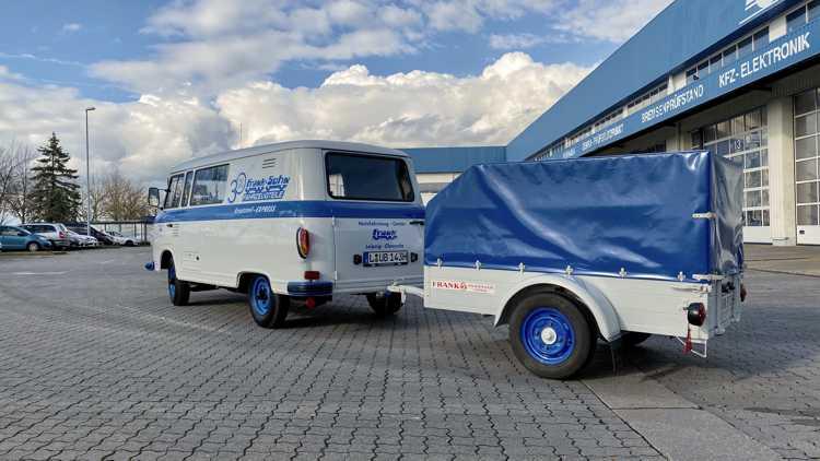 Mit diesem B 1000 samt Frank-Anhänger geht Senior-Chef Klaus Frank auf Deutschland-Tour.